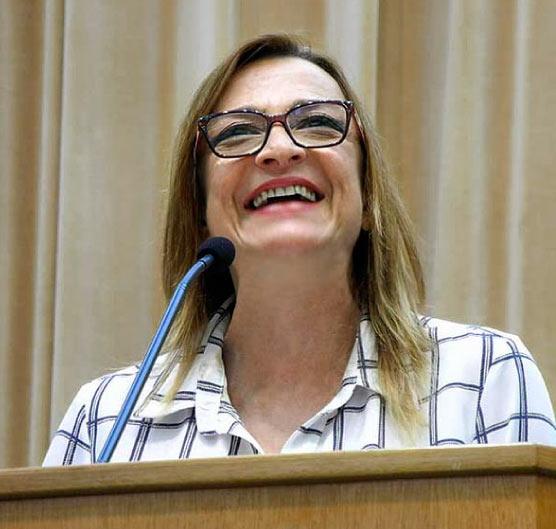Gisela Arantes - diretora